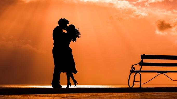 【男性向け】秘密の社内恋愛マニュアル!きっかけ片思いからデート、結婚、別れと復縁まで
