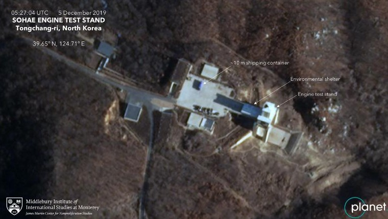 衛星発射場の衛星画像:大型のコンテナが映っている